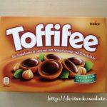Toffifee:チョコレート、キャラメル、ヘーゼルナッツのお菓子