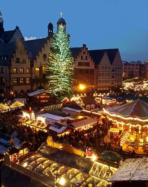 うっすら雪景色のクリスマスマーケット