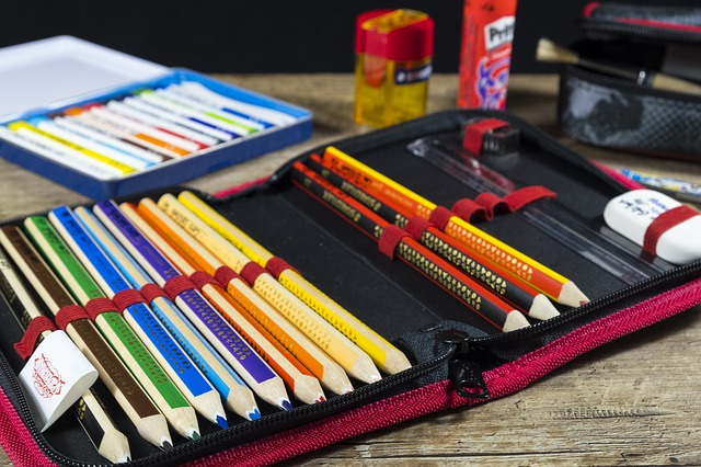 色鉛筆や万年筆も入る筆箱